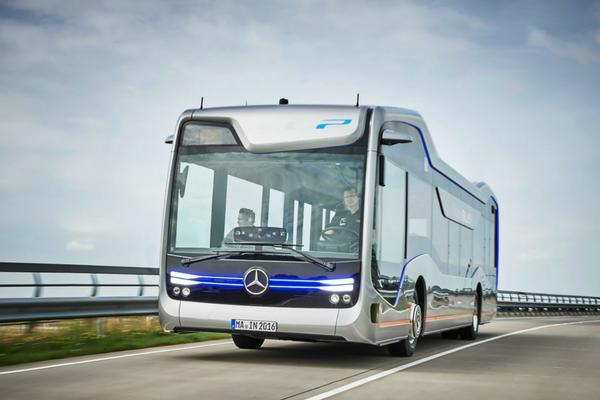 L'autobus del futuro è senza pilota e targato mercedes