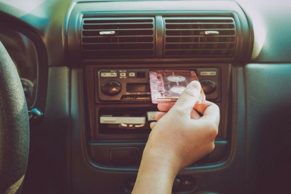 Come ascoltare la musica al volante in tutta sicurezza
