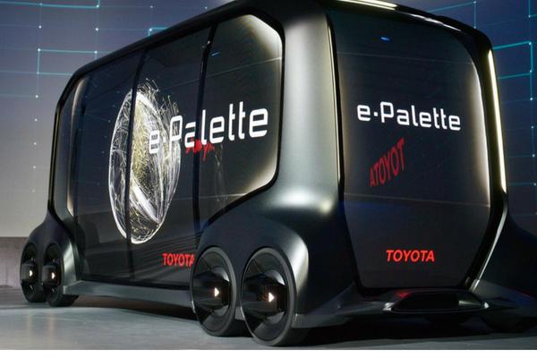 Toyota presenta il suo minibus elettrico