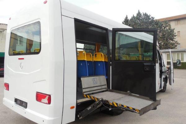 Ardea riceve bus per disabili