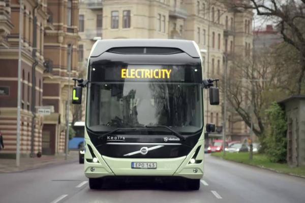 I nuovi bus Volvo si trasformano in biblioteca