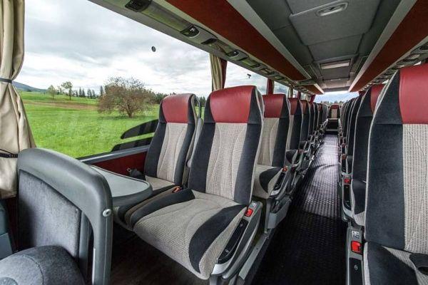 Regione Lombardia: via i limiti di età per i bus a noleggio